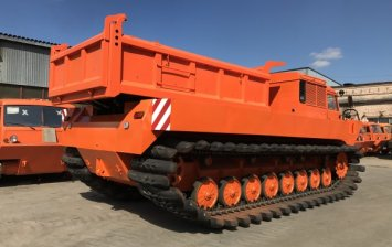 The novelty of this season is a the amphibious All-Terrain tracked vehicle with a tipper body of AMKAR